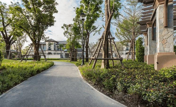 บ้านใกล้สวน by LH