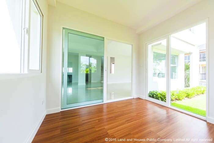 ประตูและหน้าต่างบ้าน จากแลนด์ แอนด์ เฮ้าส์