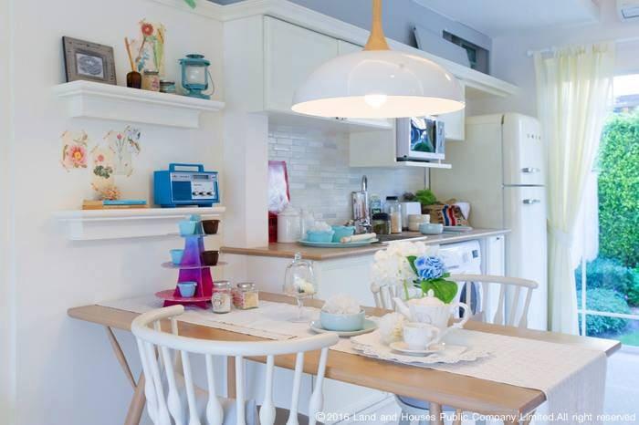 ไอเดียแต่งบ้านที่เน้นสีสว่างและสดใส by LH