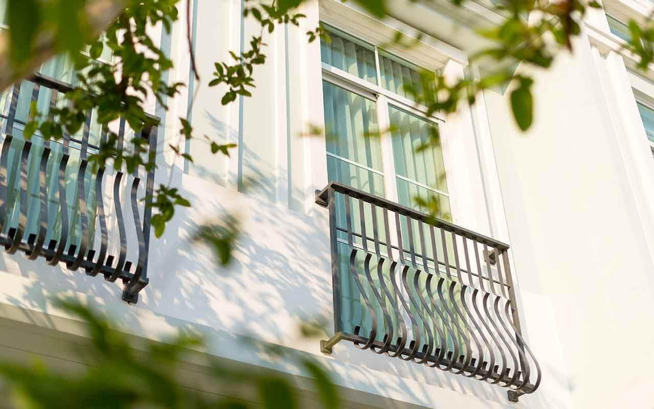 แนวคิดเลือกกระจกภายในบ้าน จากแลนด์ แอนด์ เฮ้าส์