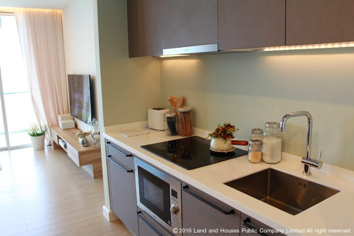 ห้องครัว มุมครัว บ้าน ทาวน์โฮม คอนโด จากแลนด์ แอนด์ เฮ้าส์