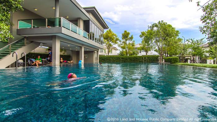 สระว่ายน้ำโครงการพฤกษ์ลดา บางใหญ่ จากแลนด์ แอนด์ เฮ้าส์
