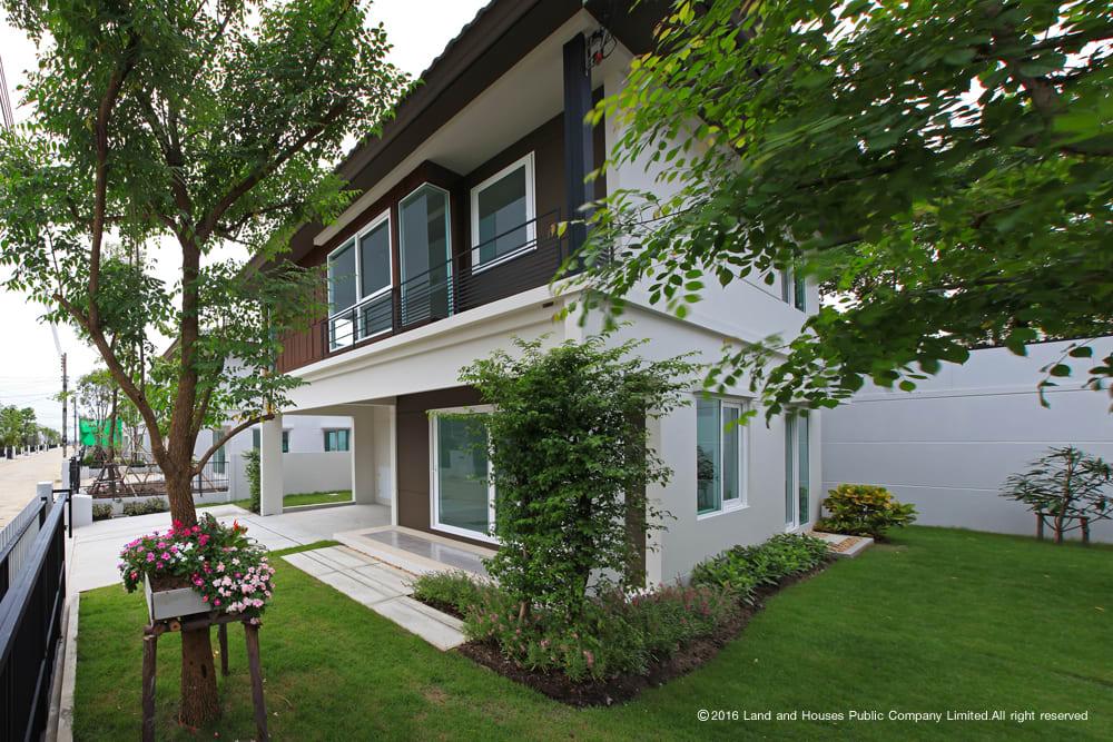 บ้านและการจัดสวน Land & Houses