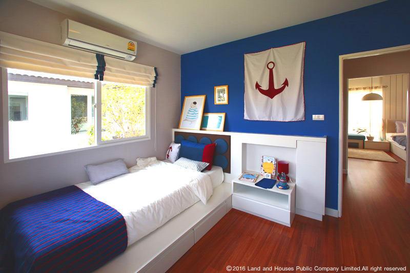 ห้องนอนโทนสีน้ำเงิน บ้านแลนด์ แอนด์ เฮ้าส์